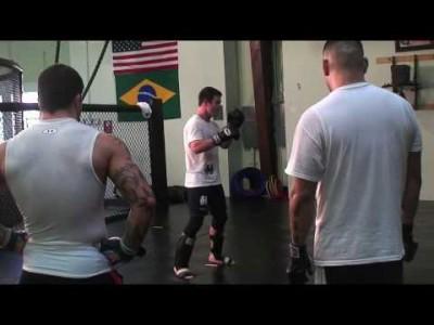 Exercices contre coup de pieds médians – middle kicks  (partie 1)