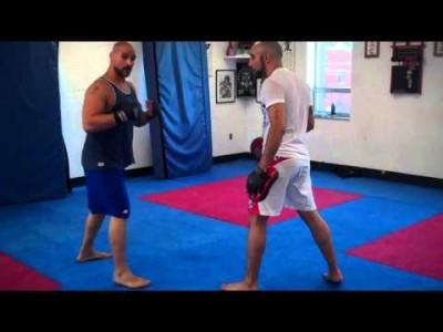 Combinaison de poing puis double leg takedown