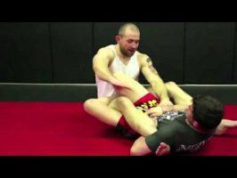 Comment defendre la clé de talon (par le combattant UFC Alan Belcher)